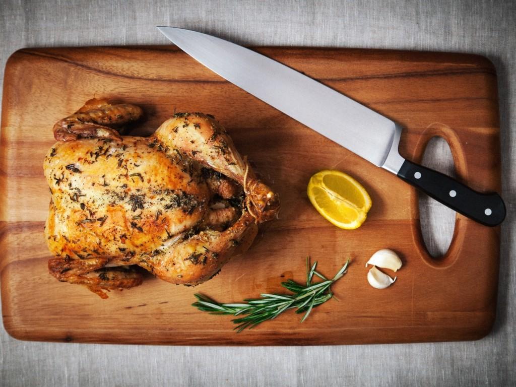 איך להכין חזה עוף טעים שלא מתייבש בכלל